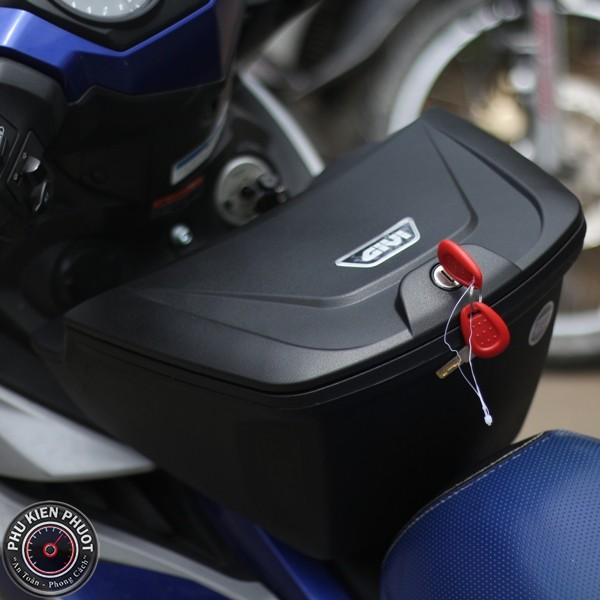 thùng giữa givi exciter 150